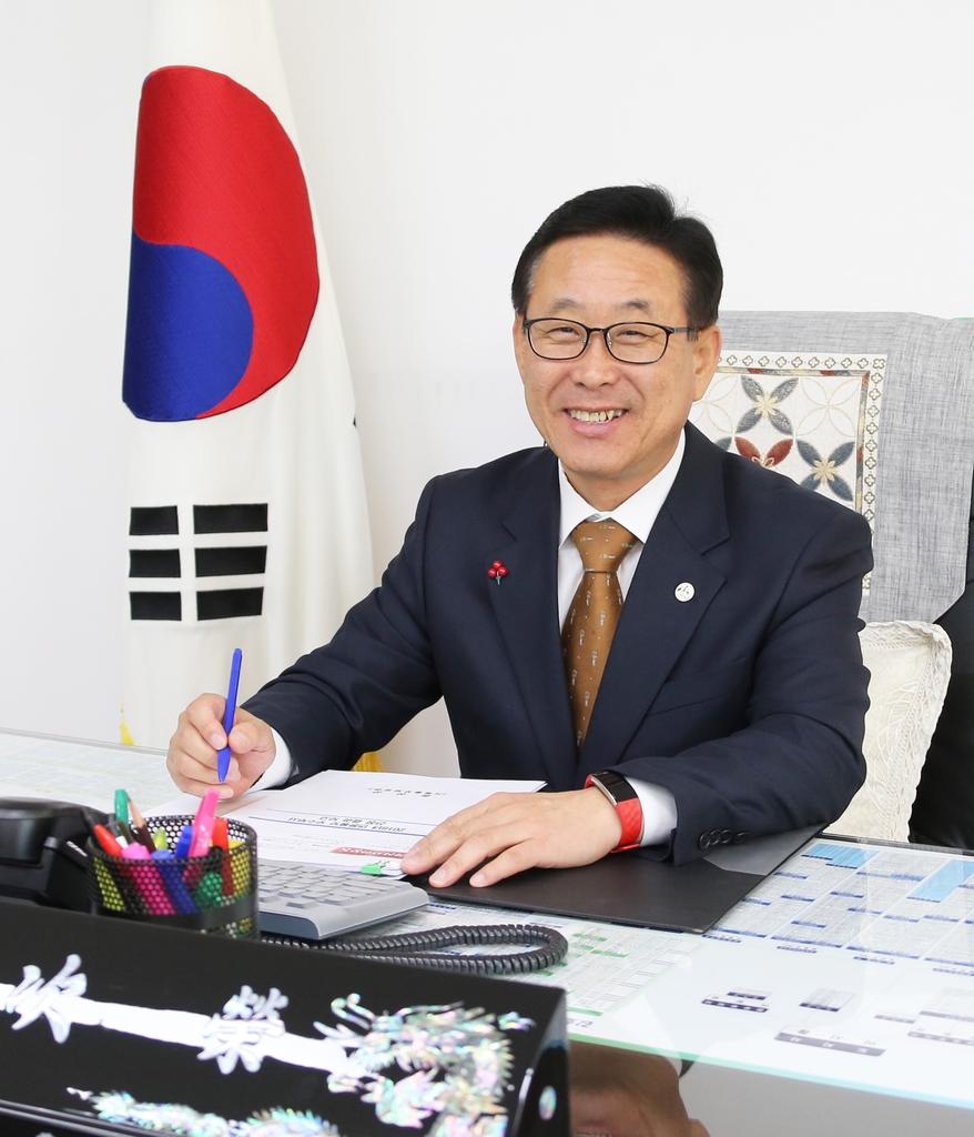 [확진자 접촉한 이차영 괴산군수 21일까지 자가격리 ] 뉴스 이미지